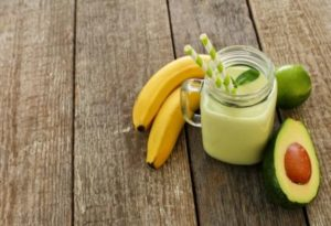 avokadovo bananove smoothie