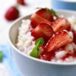 mléčná ryža s jahodami