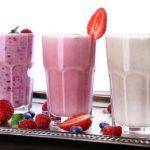 4 proteinové smoothies – mléko, jogurt, tvaroh…
