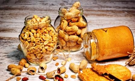 arašidové máslo a arašidy
