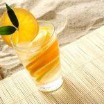 nealkoholický drink voda s pomarančem