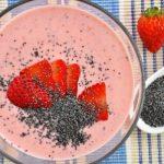 domácí jahodový jogurt smoothies s mákem