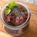 veganský čokoládový pudink s chia semínkami