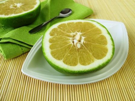 citrusové ovoce sweetie na talířku