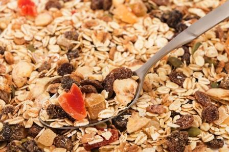 ovesné vločky v zmesi jako granola alebo musli