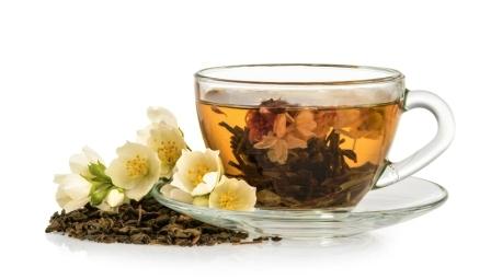 Jasmínový čaj s kvetmi jazmínu