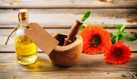 mesickovy olej a kvitnouci kvet