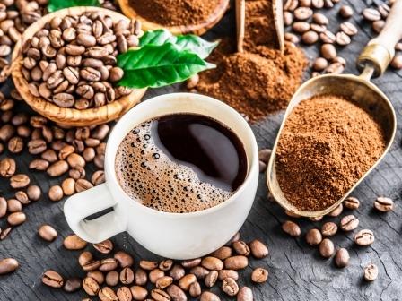 Prazene kavove zrna, mleta kava